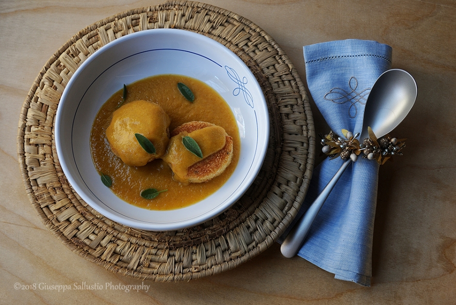 brödbulle och vegetarisk soppa