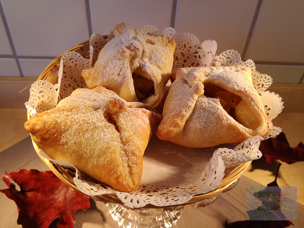 Puff pastries and apples